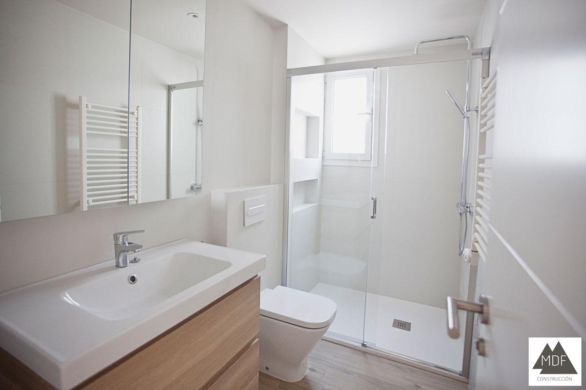 Parquet vinílico en baño